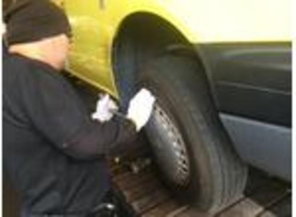 タイヤ交換 軽自動車・普通車・大型車までタイヤならほぼ対応可能