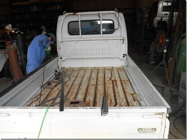 軽トラック 荷台の整備 骨組みから塗装まで